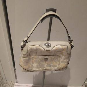 🌸🌺 Small whiite shoulder bag by Coach 🌺🌺